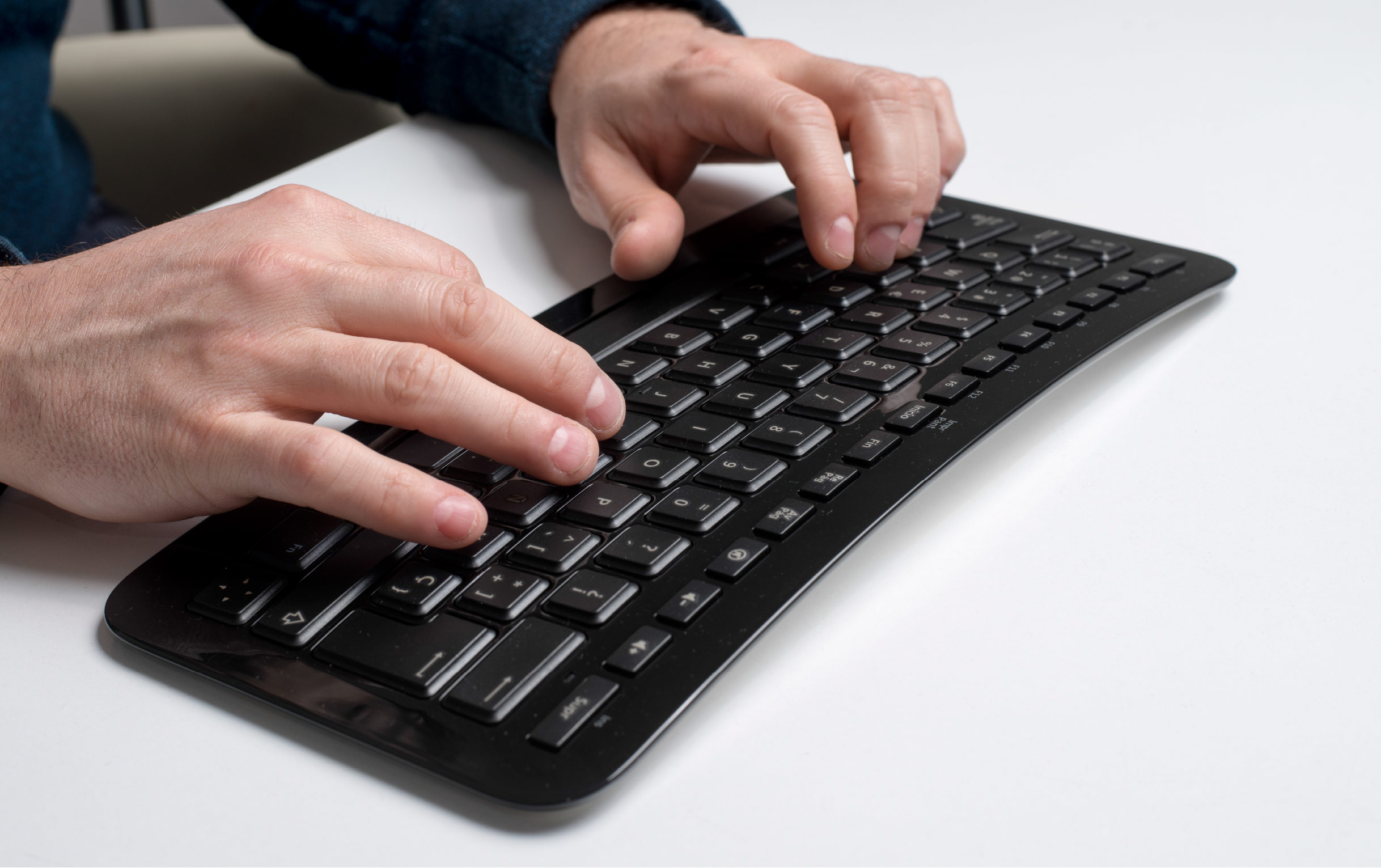 hands_using_keyboard